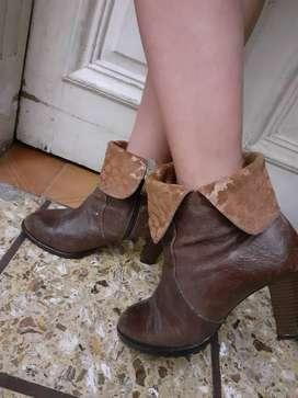 Vendo botas con taco