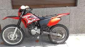 VENDO MOTO SUKIDA 250 XR