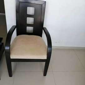USADO, Silla en madera moderna negra
