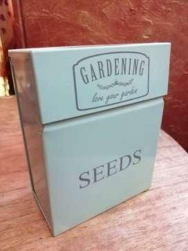 2 Cajitas para semillas e implementos de jardineria interior