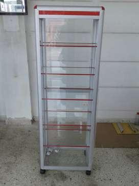 Vitrina torre en aluminio y vidrio de 60 ancho por 190 de alto y 35 de fondo EN PEREIRA