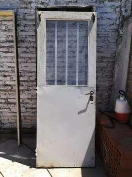 Puerta de chapa inyectada con marco