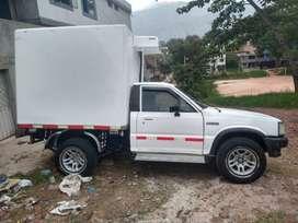 Es una camioneta con termoquin para traslados de productos refrigerados tipo Furgon