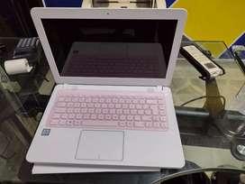 Computador asus windows 10 blanco core i3 en perfecto estado