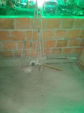 Estructura mesa de dibujo técnico, lámpara y excuadra
