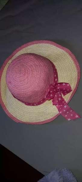 Capelina tipo sombrero. Nena