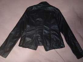 Chaqueta de cuero sintética, talla S, usada 2 veses, súper cómoda y muy barata