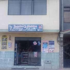 Se vende una tienda de víveres