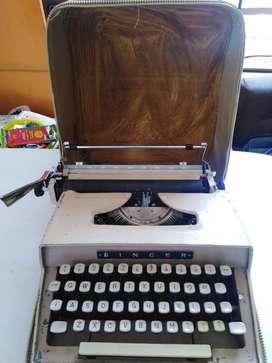 """Maquina  escribir  """"SINGER"""" con Maleta cuero"""