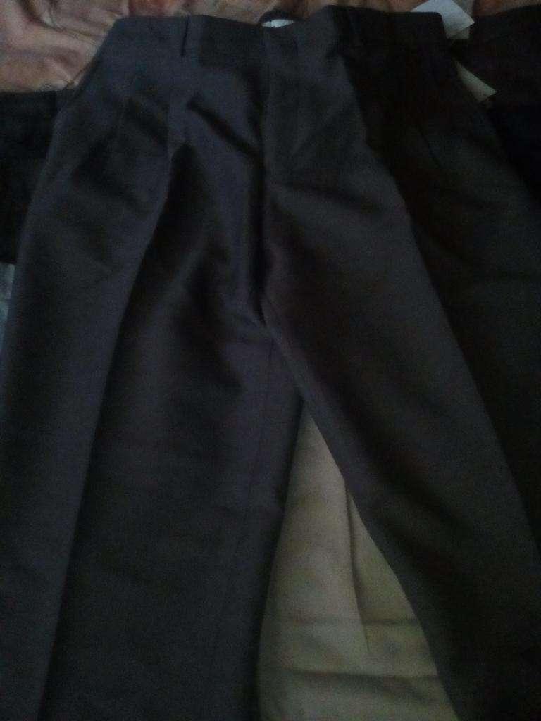 Se Venden 8 Pantalones de Vestir, Nuevos 0