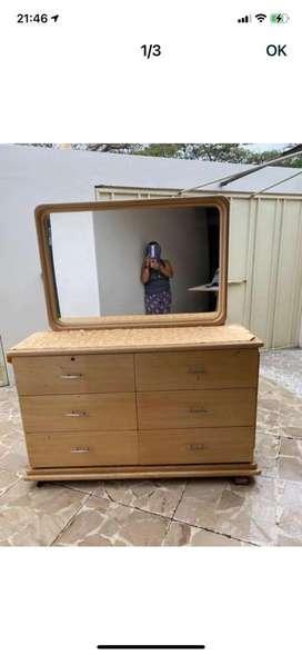 Comoda con espejo en roble buen estado