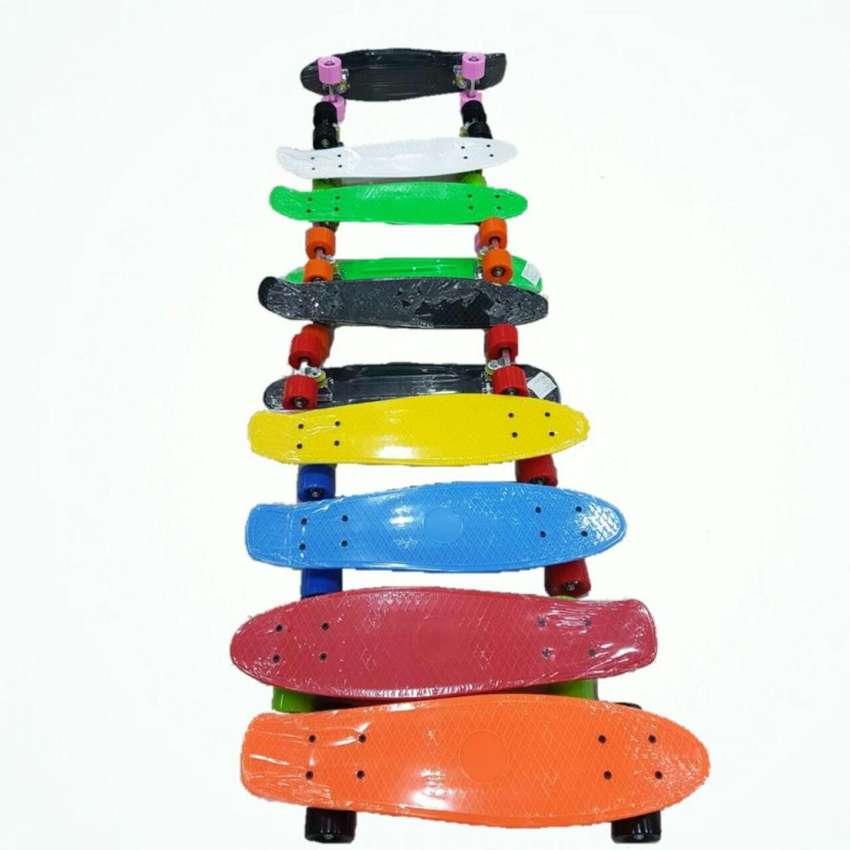 Patineta, Tabla, Skate, de Colores Tipo Penny Ruedas Personalizables, Tamaño 57 cm de Largo x 15 cm de Ancho 0