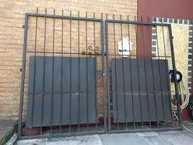 Vendo portón hierro