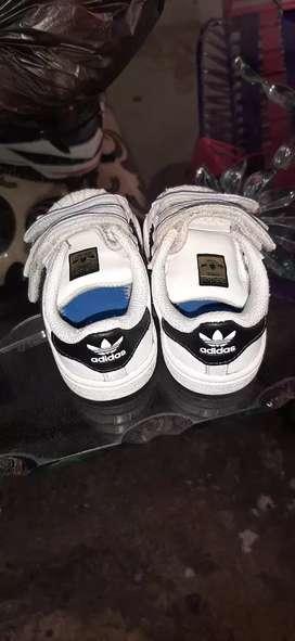 Zapatos de niña son usados esta en buen estado