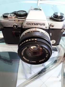 Vendo hermosa cámara OLYMPUS OM10 origen Japón, en excelente estado.