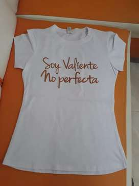 Se venden camisetas y blusas para dama al por mayor.