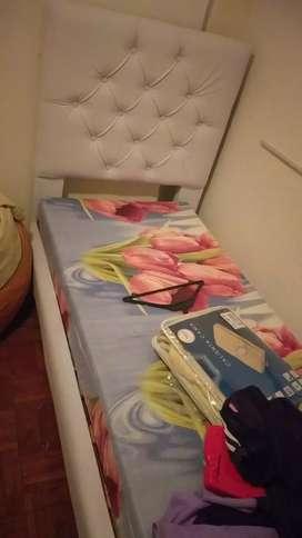 Cama y colchón completamente nueva