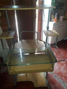 Vendo exelente escritorio para compu !!!