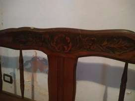 cama de madera tallada