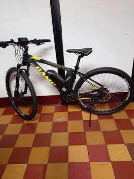 Hermosa bicicleta eléctrica MTB