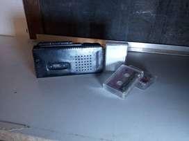 antiguo mini grabador a  mini cassette