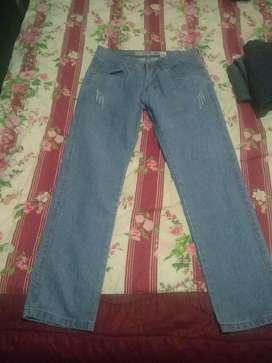 3 Jeans talla 28 por 50 soles