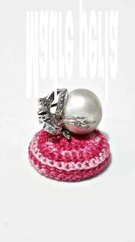 Anillo de plata con madre perla.