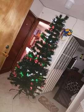 Árbol navideño en excelente estado