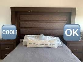 Respaldo de cama color tabaco con mesa de luz