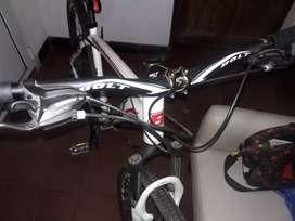 Bicicleta BOLT. R 29 L. muy poco uso.