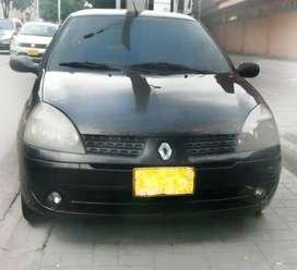 Automóvil Renault Clio Expression (Perfecto estado)