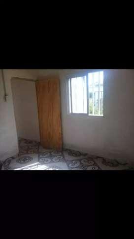 Alquilo casa en Pirane, un dormitorio,baño , cocina comedor