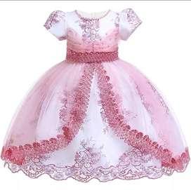 vendo vestidos para bebe y niñas