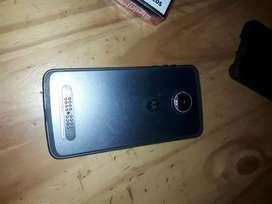 Vendo o permuto por marca LG, El celular es un Motorola Z2 play. Anda excelente
