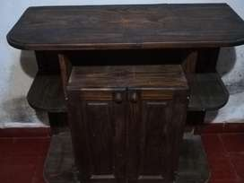 Vendo mesa de pino para tv,equipo de música,con puertas,estantes