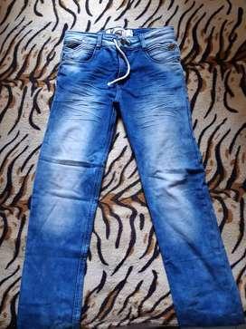 Vendo jean de niño talla 18 como nuevo