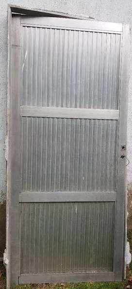 Puerta de aluminio con marco