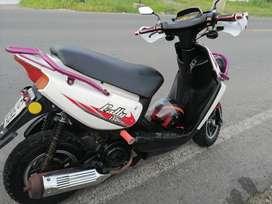 Vendo motoneta motor uno año 2012 matricula al dia bien cuidada