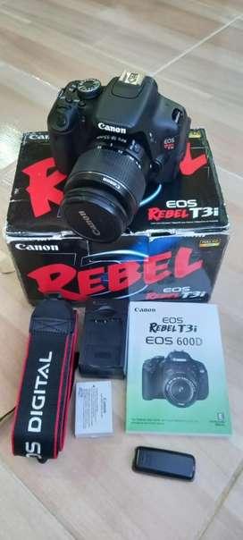 Canon T3i 3000 obturaciones lente 18-55mm