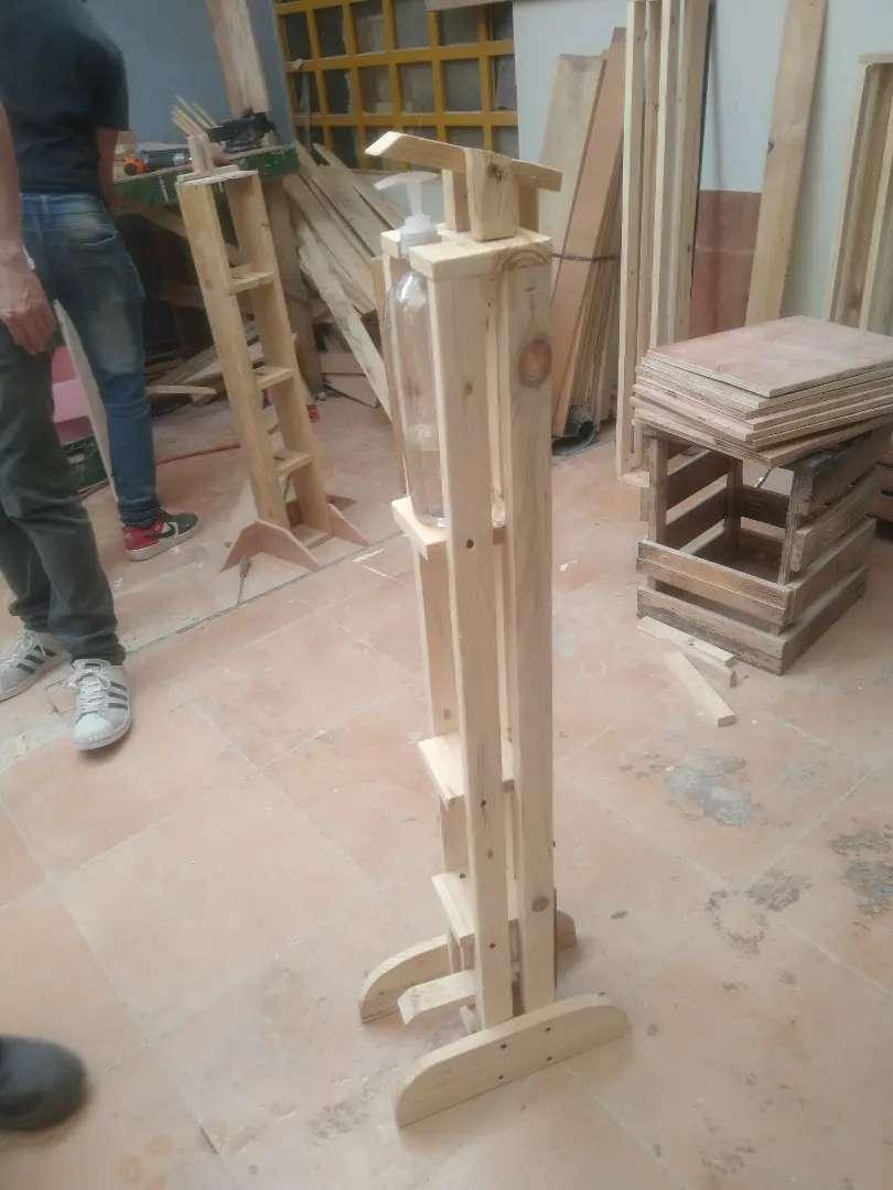 Dispensador de gel en madera 0