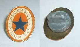 Raro Pin distintivo Cerveza Newcastle Brown Ale 1990