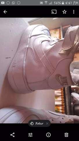Vendo zapatilla usada