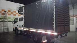 Vendo camión doble cabina Nissan cambina exelentes condiciones vo