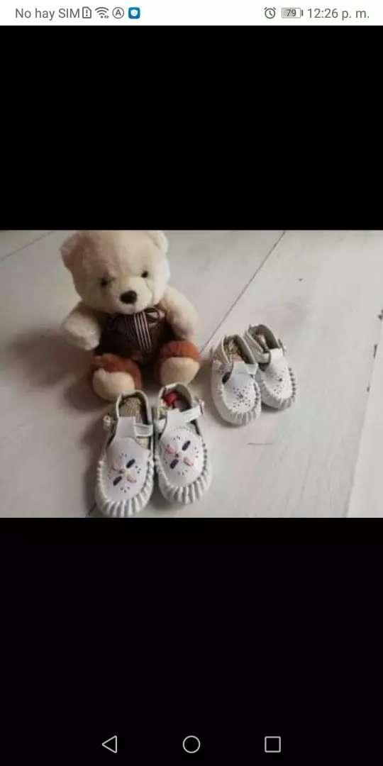 2 pares de zapatos de bebé 0