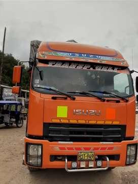 Camión isuzu 1300 triple eje