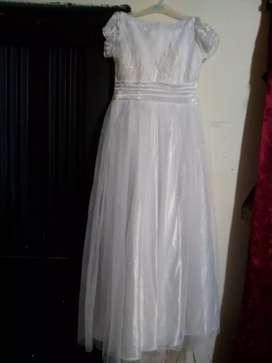 Vendo vestido primera comunión en excelente estado se usó solo para la misa