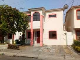 Casa de alquiler en la Urbanización Volare, 3 dormitorios, aires instalados