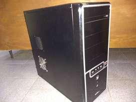 Computadora desktop completa sin uso