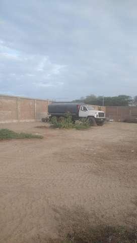 Suministro de agua en camión cisterna