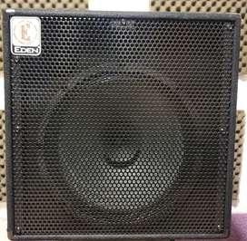 En Guayaquil Amplificador de bajo marca Eden de Marshall 15 pulgadas.